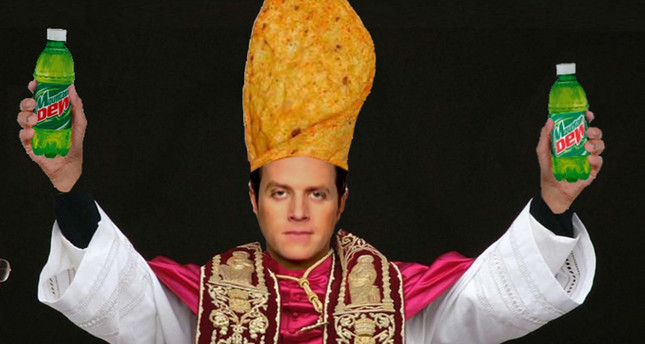 Doritos asked Geoff Keighley to wear Doritos Pope outfit at Game Awards