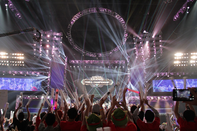 Riot to expand revenue streams for LoL pro players and teams