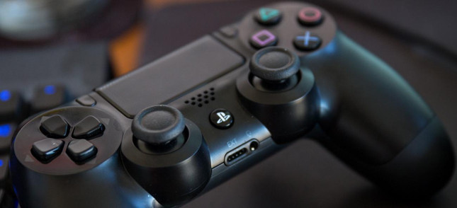 New Sony patent points to a controller with a touchscreen
